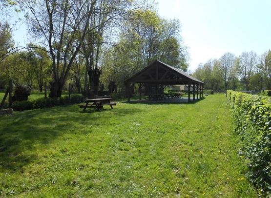 aire-au-camping-de-chateauneuf-sur-sarthe-49-accam-photo3