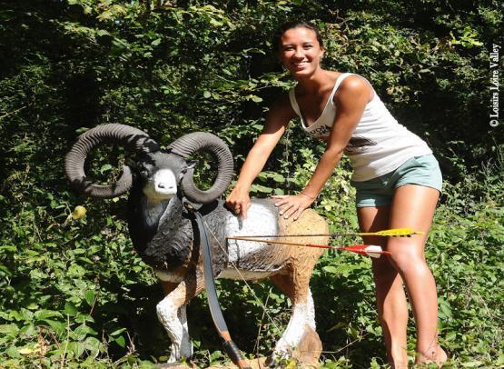 tir-a-l-arc-mouflon-fille-loisirs-loire-valley©Loisirs-Loire-Valley