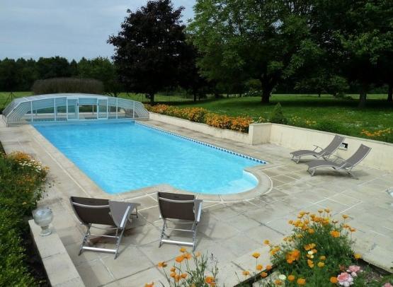 piscine-domainedelaboureliere-paulmy-valdeloire