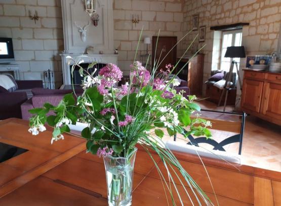 bouquet-savigny-en-veron-1240x930