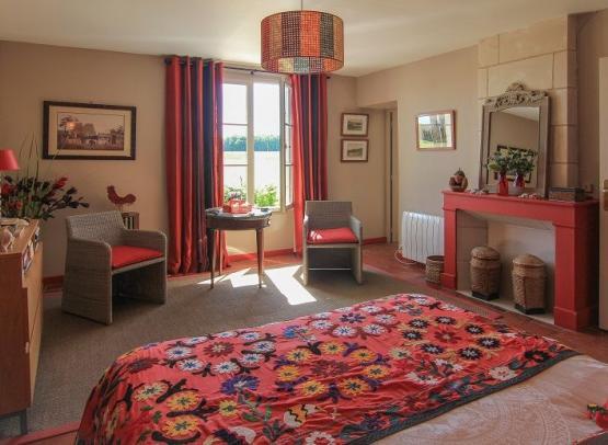 Vue-sur-la-fenetre-chambre-exotique-Logis-de-la-Fouettiere-Chemille-sur-Indrois-Valdeloire