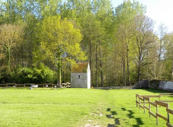 Domaine du Gué du Roi Gîte Le Pigeonnier du Gué du Roi Jardin