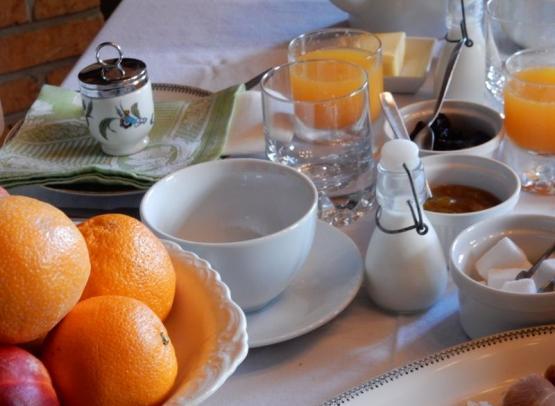 2018-Le-Clos-des-Ormes-N2-Detail-table-pot-a-lait