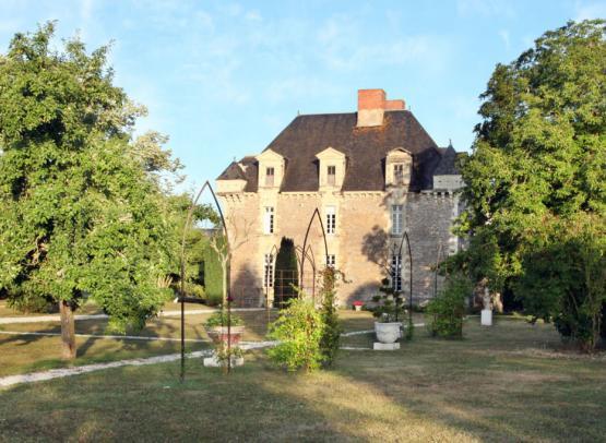CHAMBRES D'HOTES CHATEAU DE LA FRESNAYE