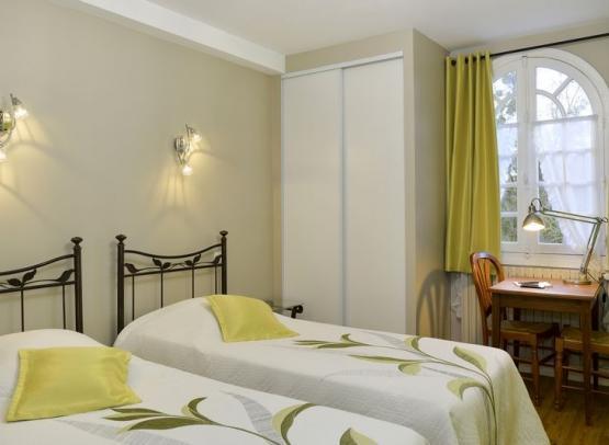 HOTEL RESTAURANT MANOIR DE LA GIRAUDIERE CHINON CHAMBRE A 2 LITS 24