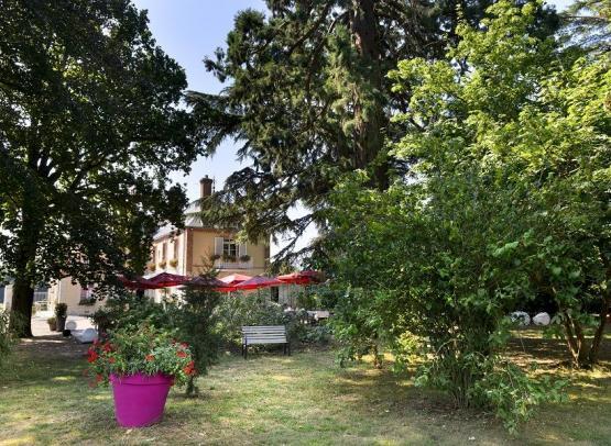 Villa-des-Bordes-Hotel-vue-du-parc-reduit