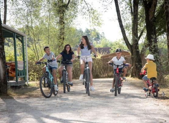 Camping-Sites-et-Paysages-les-Saules-Cheverny-velo-amis
