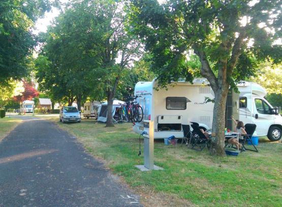 camping-les-patis-nazelles-negron-3