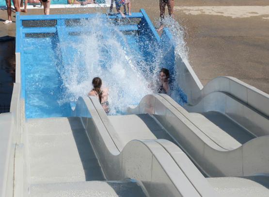 Agl-eau---Toboggan-du-centre-aquatique-a-Blois---Vacances-en-Val-de-Loire--Agl-Eau