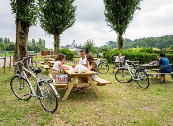 espace-pique-nique-camping-promenade-msl-montjean-loire-osezmauges-anjou-Loire-à-Vélo