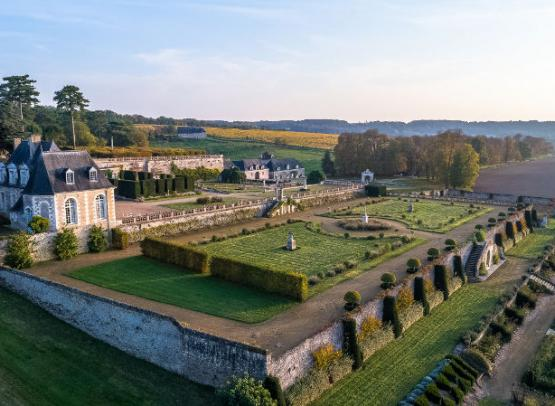 Chateau-de-Valmer-Vue-aerienne-Charly-s-Drone