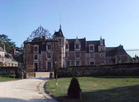 panoramique-grilles-d'arriv+®e-+-chateau-en-toile-de-fond