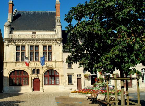 7. Hôtel de Ville