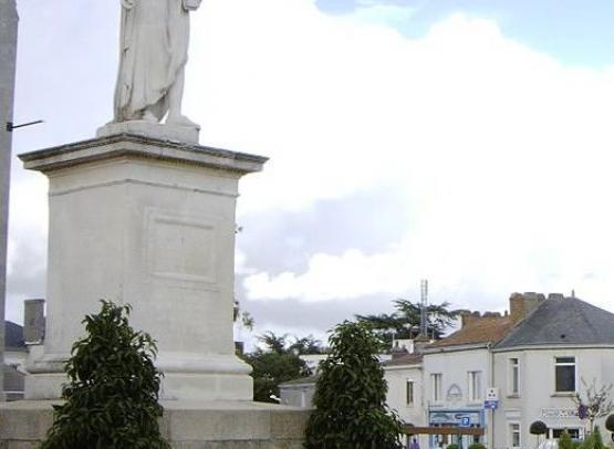 STATUE DE LOUIS XVI