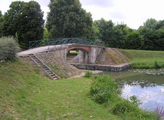 ANCIEN  CANAL LATERAL A LOIRE