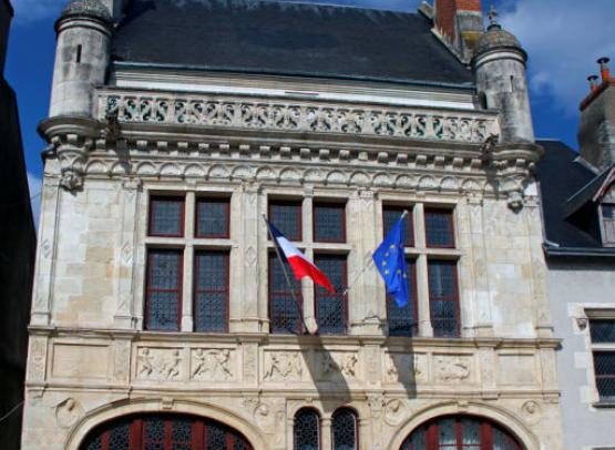 (c) Hôtel de Ville - D. Daury - Office de Tourisme de Beaugency - Copie