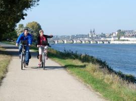 Bikers-Loire-river-blois©Loire-Valley-Travel