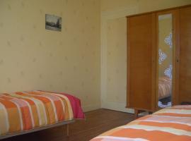chambre-orange-gite-etape-villedieu