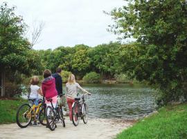 PUK_PLL_famille devant lac (1)