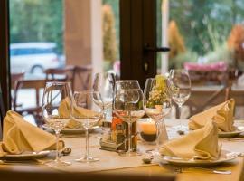 restaurant-pixabayneshom